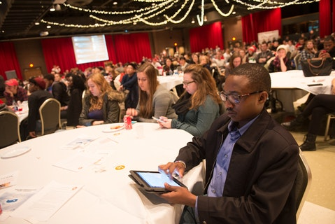 Students analyze social media activity during a tweet-up of the 2016 State of the Union address.