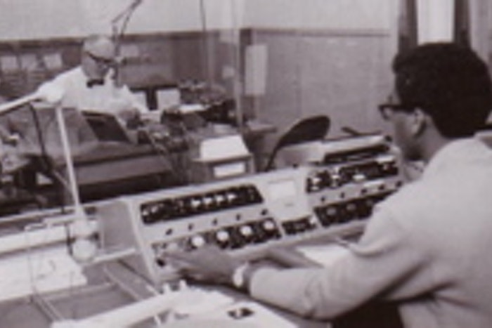 Room for broadcasting psychology courses over the radio